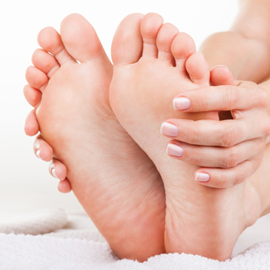 How to prevent and treat hand and foot cracks?